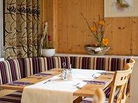 Restaurant mit Sonnenterrasse und Wintergarten